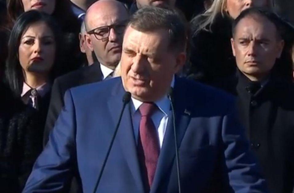 DODIK NA SVEČANOM DEFILEU U BANJALUCI: Danas je naš dan! Srbi imaju dve države - Srbiju i Republiku Srpsku! (VIDEO)