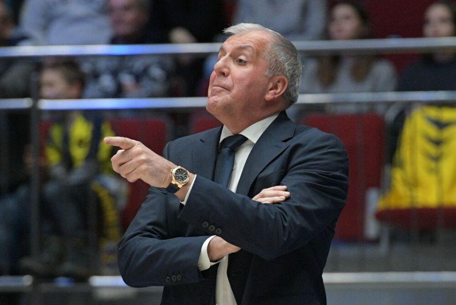 DOK SRBIJU DRMA KOŠARKAŠKI ZEMLJOTRES, EVO GDE JE OBRADOVIĆ Trofejni trener na veselju legende Partizana FOTO