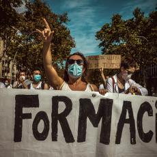 DOKTORI U ŠPANIJI NEZAVODOVLJNI: Protestuju na ulicama Barselone, traže bolje uslove za rad (FOTO)