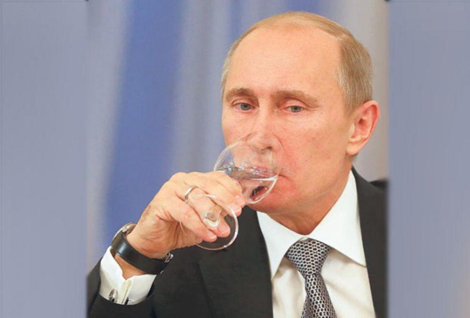 DOLIJAO NAJVEĆI SRPSKI ŠVERCER LUKSUZNE ROBE: Prodavao Putinovu votku za 3.000 evra! Jedna čašica košta 120 evra! ČITAJTE U KURIRU
