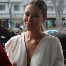 DONELA TEŠKU ODLUKU: Ana Nikolić obukla MINI SUKNJU - sada je prava BOMBA! Evo kako IZGLEDA! (FOTO)