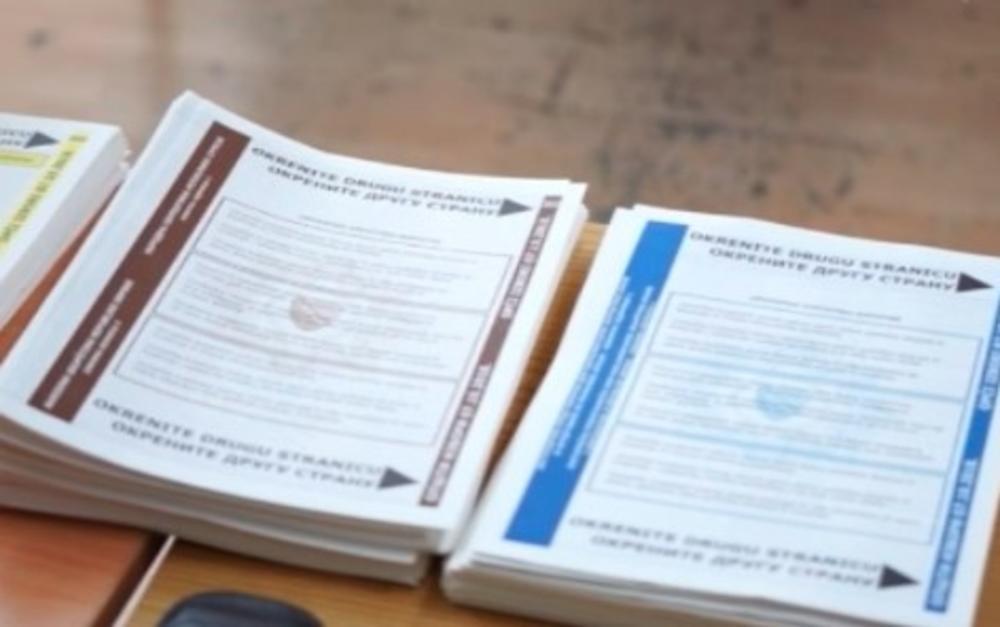 DOSADAŠNJI TOK IZBORA OBELEŽILI INCIDENTI: Glasalo se popunjenim listićima, koristile se lažne legitimacije, a na jedno biračko mesto bačen suzavac