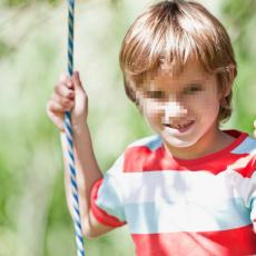 DRAMA NA ČUKARICI! Povređeno petogodišnje dete: Obmotao mu se kanap oko vrata kada je pao sa ljuljaške