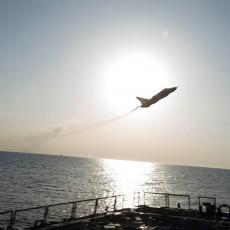DRAMA NA NEBU IZNAD IDLIBA: Dve rakete pratile Su-24, a onda je ruska zver pokazala zašto je STRAH I TREPET u Siriji! (VIDEO)