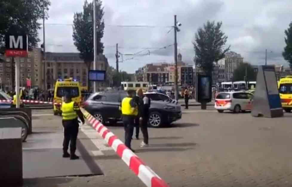 DRAMA U AMSTERDAMU! NOŽEM NASRTAO NA PROLAZNIKE, IZBO DVOJE: Policija ranila napadača na železničkoj stanici (VIDEO)