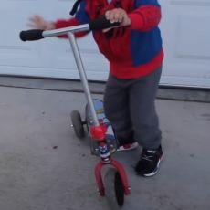 DRAMA U BEOGRADU! Mališan pobegao na trotinetu dok mu je deka bio u prodavnici (FOTO)