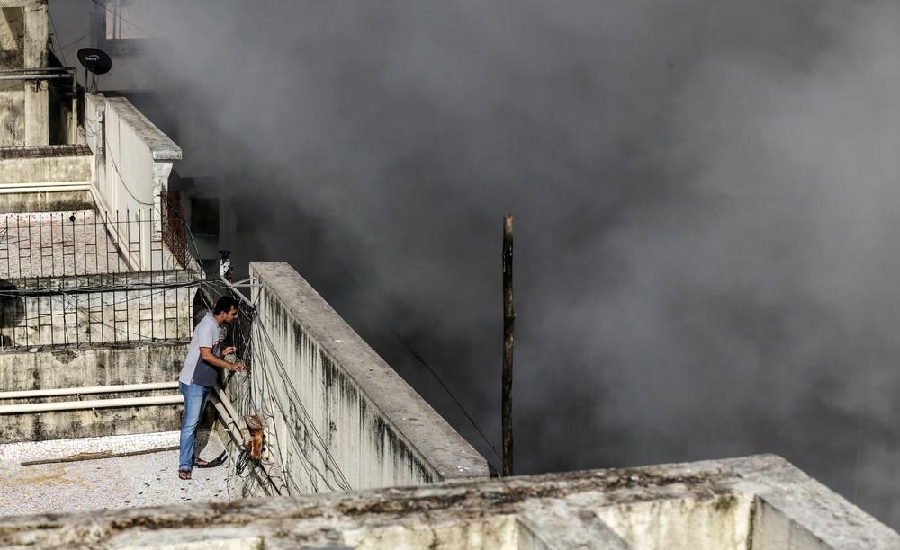 DRAMA U INDIJI, GORI ZGRADA OD DEVET SPRATOVA: Unutra zarobljene desetine ljudi, vatrogasci se bore sa plamenom (FOTO, VIDEO)