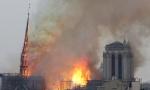 DRAMA U PARIZU: Vatra guta jedan od simbola hrišćanstva - katedralu Notr Dam; Pao centralni toranj (Foto / Video)