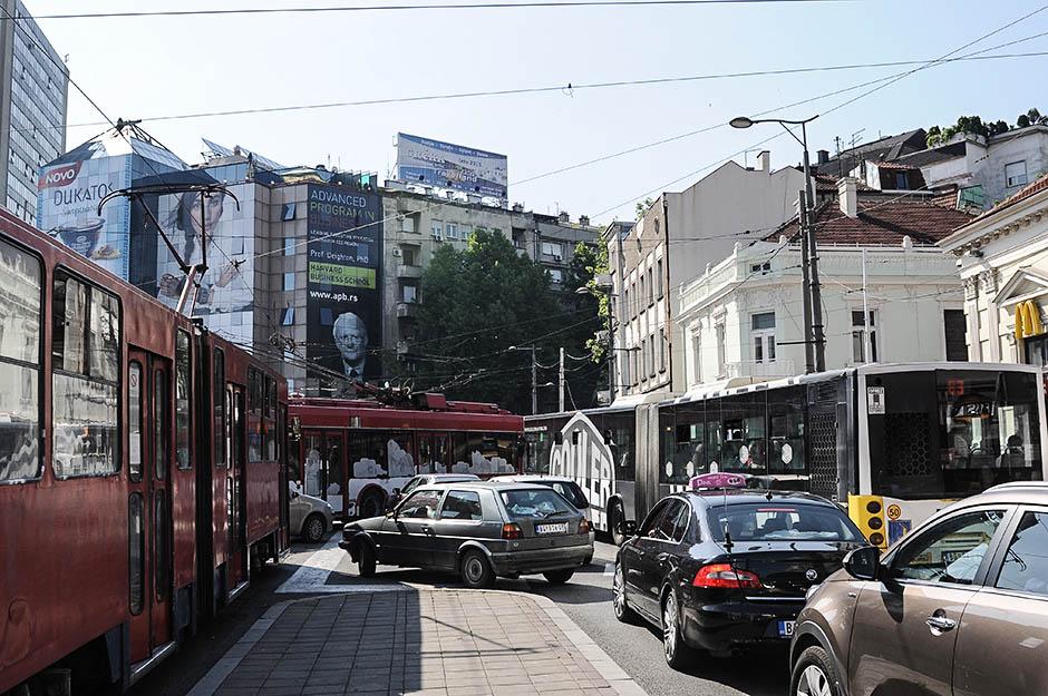 DRAMA u tramvaju: Potegla pištolj, pretila putnicima