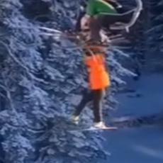 DRAMATIČNA AKCIJA SPASAVANJA NA KOPAONIKU! Ljudi vrištali dok su gledali devojčicu kako visi sa žičare (VIDEO)