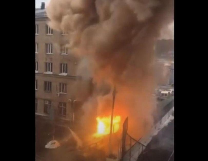 DRAMATIČNI PRIZORI IZ ČELJABINSKA: Snažna eksplozija u gradskoj bolnici, evakuisano preko 150 ljudi! Vatra i dalje bukti (VIDEO)