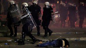 DS: Procesuirati sve policijske i parapolicijske batinaše s protesta u Srbiji