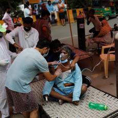 DUPLI MUTANT KORONE U INDIJI POLAKO POPUŠTA: Smanjuje se broj novoobolelih i preminulih u Indiji