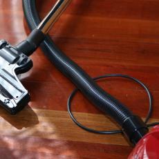 DŽABA USISAVAŠ AKO OVO NISI URADILA: Ovaj DEO usisivača niko NE ČISTI, a užasno je prljav! (FOTO)