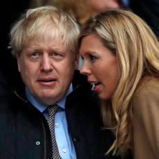 DŽONSONU ĆE PONOVO STRADATI KOŠULJA: Britanski premijer i njegova supruga očekuju drugu bebu
