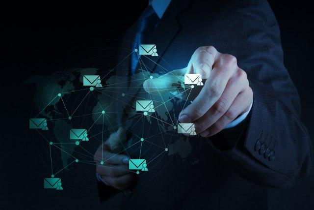 Da li biste voleli da vam šef zabrani korišćenje službenog mejla posle posla?
