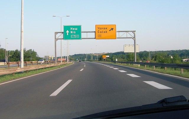 Da li na auto-putevima treba tolerisati maksimalnu brzinu do 150 km/h?