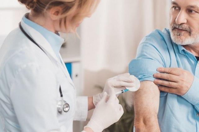 Da li vakcinisani prenose virus?