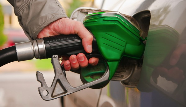 Da li znate zašto su poklopci rezervoara goriva na levoj ili desnoj strani?
