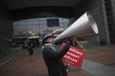 Daleko od očiju javnosti dva zvaničnika EU stavili su potpis: Britanija odlazi FOTO