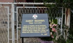 Danas godišnji pomen Oliveru Ivanoviću na Novom groblju u Beogradu
