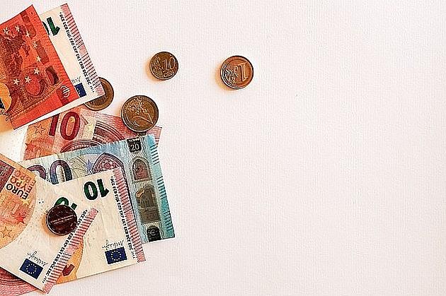 Danas isplata 100 evra za oko 1.350.000 građana, minimalac u četvrtak