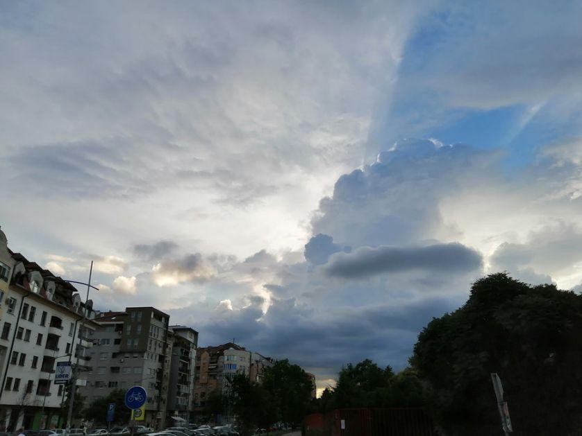 Danas prepodne sunačno, u toku dana naoblačenje, mestimično sa kišom, do 28 stepeni