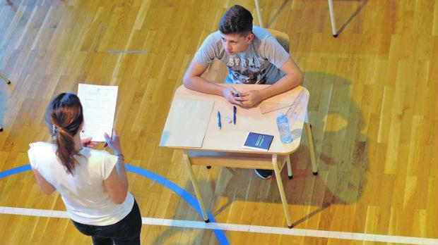 Osmaci polagali test iz maternjeg jezika, u učionicama bilo po devet đaka
