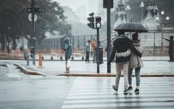 Danas pretežno oblačno, mestimično sa kišom