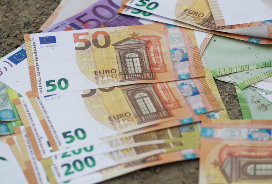 Današnji kurs dinara prema evru 117,58