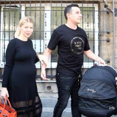 Danijela Karić je spremno i srećno izašla iz porodilišta, a KADA BUDETE VIDELI CENU NOSILJKE, zanemećete (FOTO)