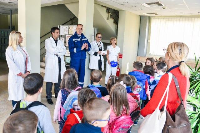 Deca iz vrtića Petar Pan posetila fabriku Jazak vode
