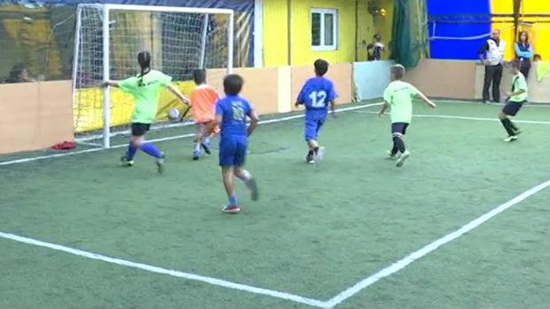 Deca migranti na fudbalskom terenu, turnir prijateljstva i sporta