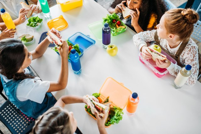 Deca ostaju bez besplatnog ručka: Novi propisi SAD ugroziće gotovo milion učenika