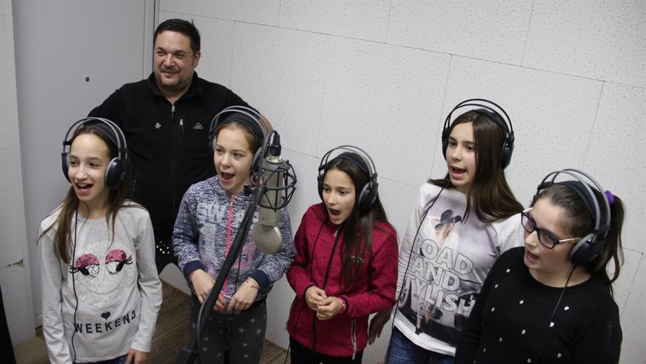 Deca pevaju rokenrol - Wartburg Limuzina