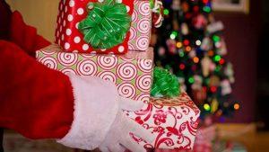 Deca saznaju da Deda Mraz ne postoji između pete i desete godine