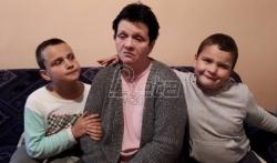 Dečaci Mladen i Vuk iz Niša ne sanjaju telefone i računare, već hranu