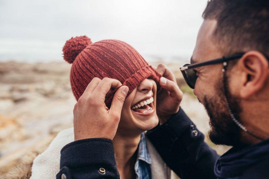 Dečak ili muškarac, pitanje je sada: Evo kako da otkrijete sa kojim se od njih zabavljate