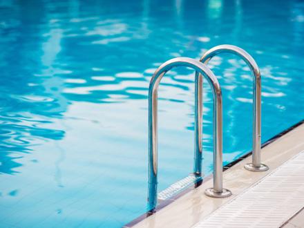 Dečak se utopio u bazenu, sumnja se da ga je gurnuo osmogodišnjak; uključen Centar za socijalni rad