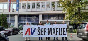 Demokrate ispred RTS-a poručile da je Vučić šef mafije