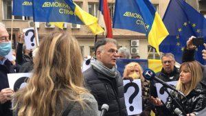 Protest demokrata ispred Ministarstva državne uprave i lokalne samouprave (FOTO/VIDEO)