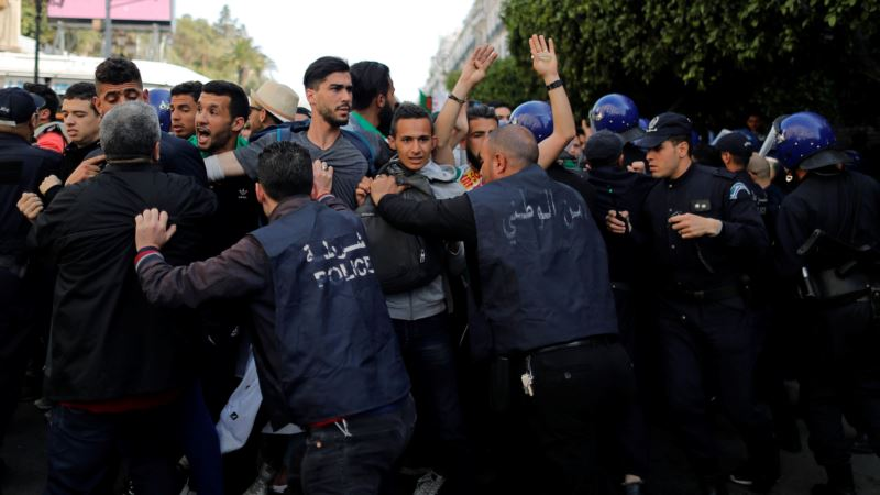 Novi alžirski predsjednik Tebun započinje savjetovanja o izradi novog ustava