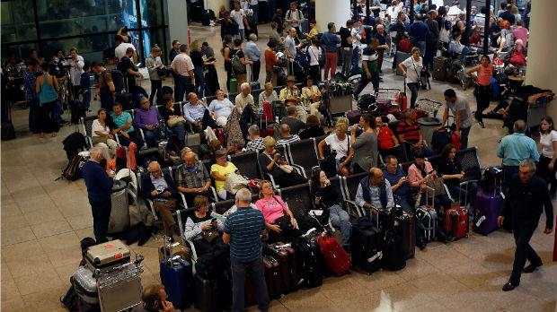 Demonstranti blokirali aerodrom u Barseloni, otkazano stotinu letova