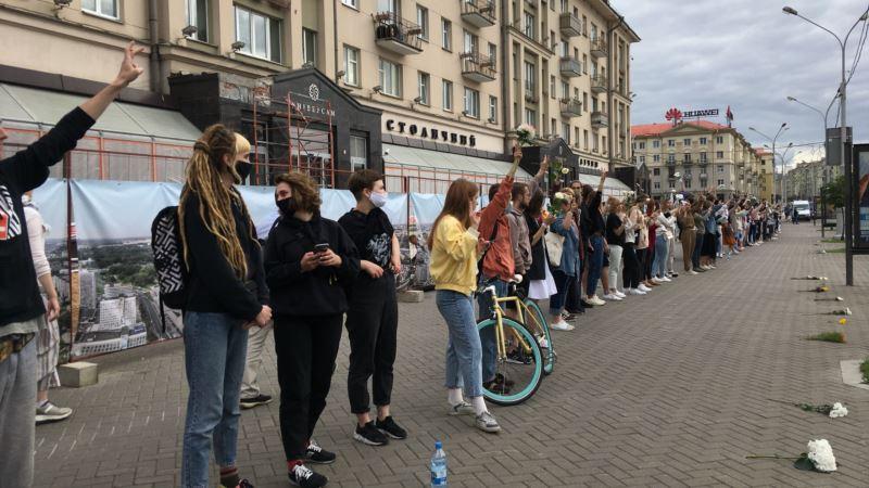 Demonstranti u Bjelorusiji formirali ljudske lance i marširali gradovima