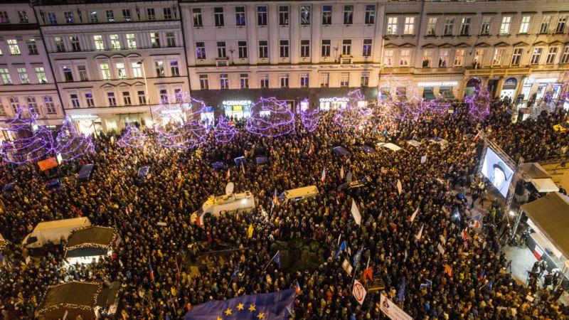 Desetine hiljada na protestu u Pragu traže ostavku premijera