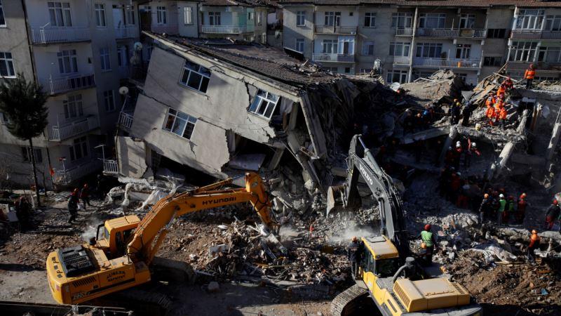 Desetine izvučene iz ruševina u Turskoj, broj mrtvih porastao na 38