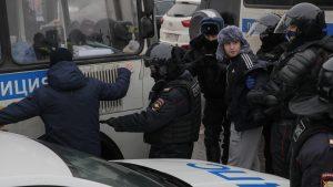 Oko 1.000 ljudi uhapšeno, među njima i žena Navaljnog na demonstracijama u Rusiji