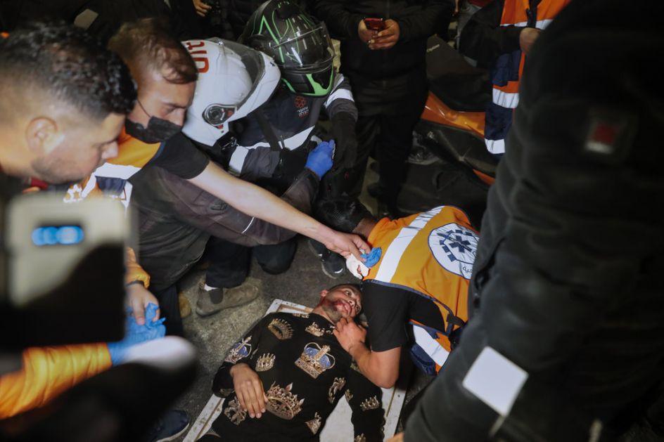 Desetine povređenih u sukobima u istočnom Jerusalimu, uhapšeno 44 ljudi, povređeno 20 policajaca