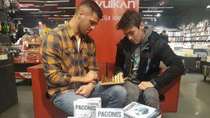 Desetostruki prvak sveta u kik boksu Nenad Pagonis predstavio svoju autobiografiju