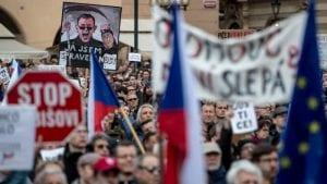 Desetine hiljade Čeha traže ostavku ministarke pravde i suđenje premijeru